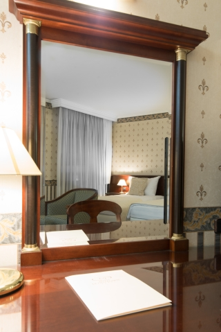 Mirror Junior Suite